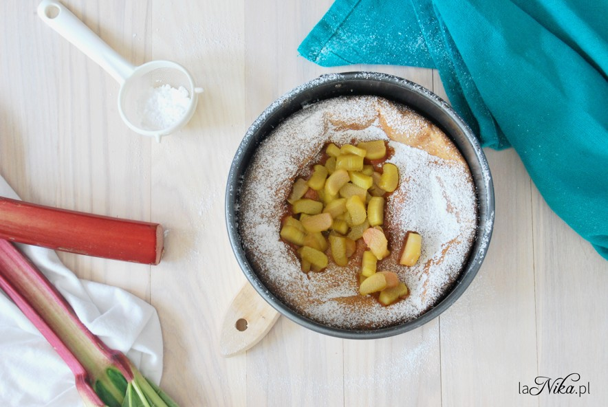 Dutch baby z rabarbarem